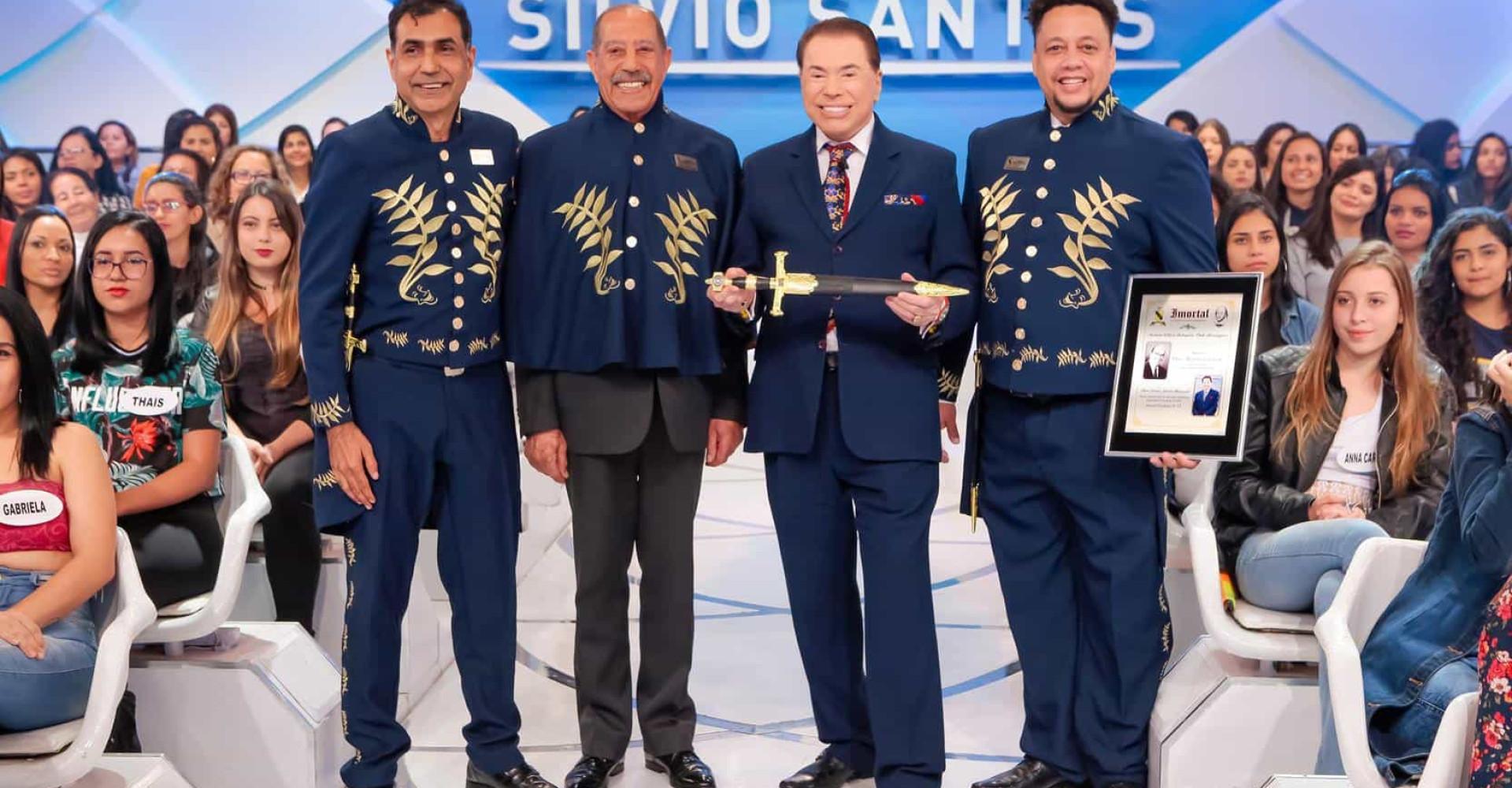 Silvio Santos recebe título de Imortal pela Academia William Shakespeare
