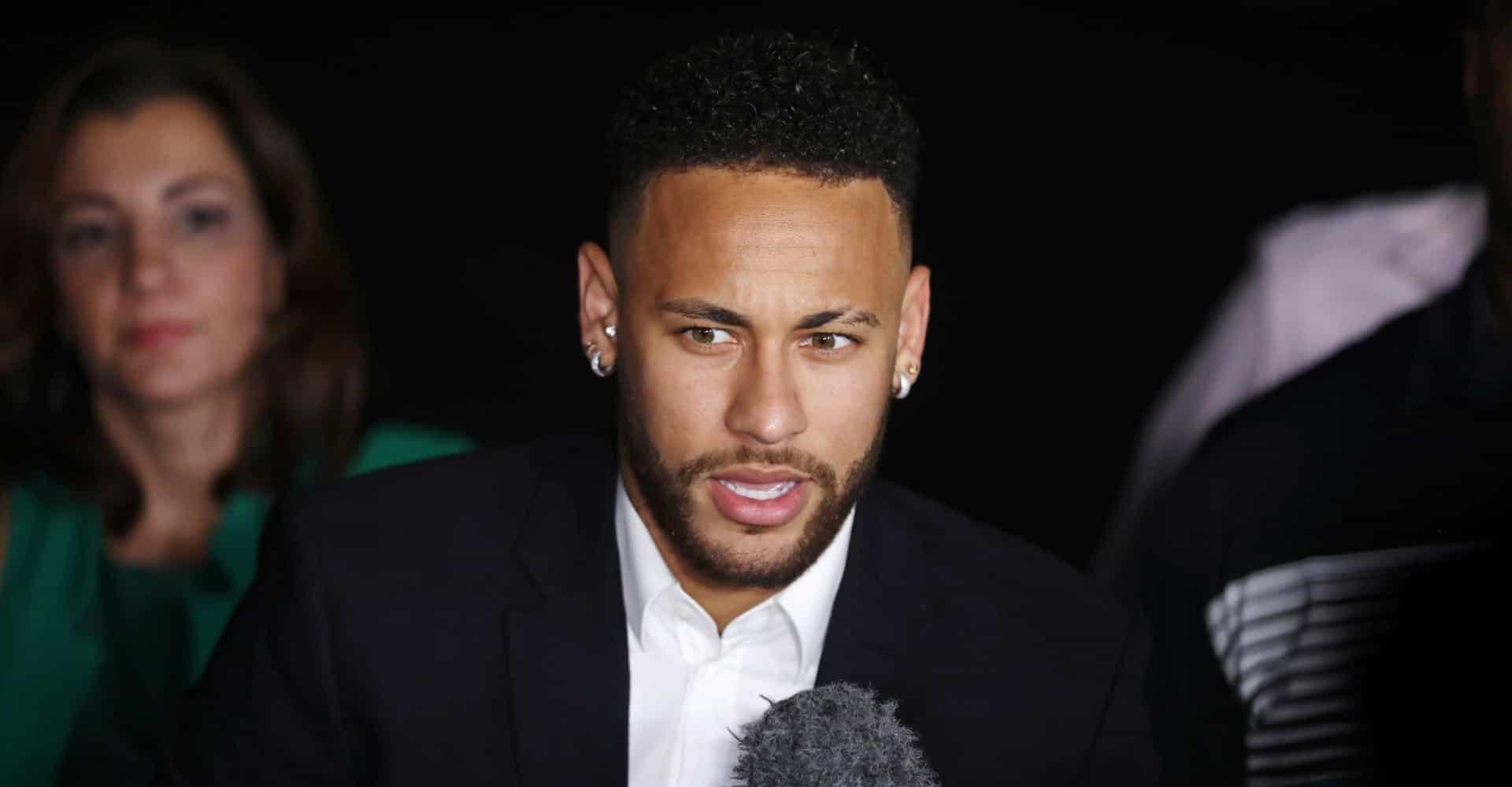 Federação Francesa decide manter punição a Neymar por agredir torcedor