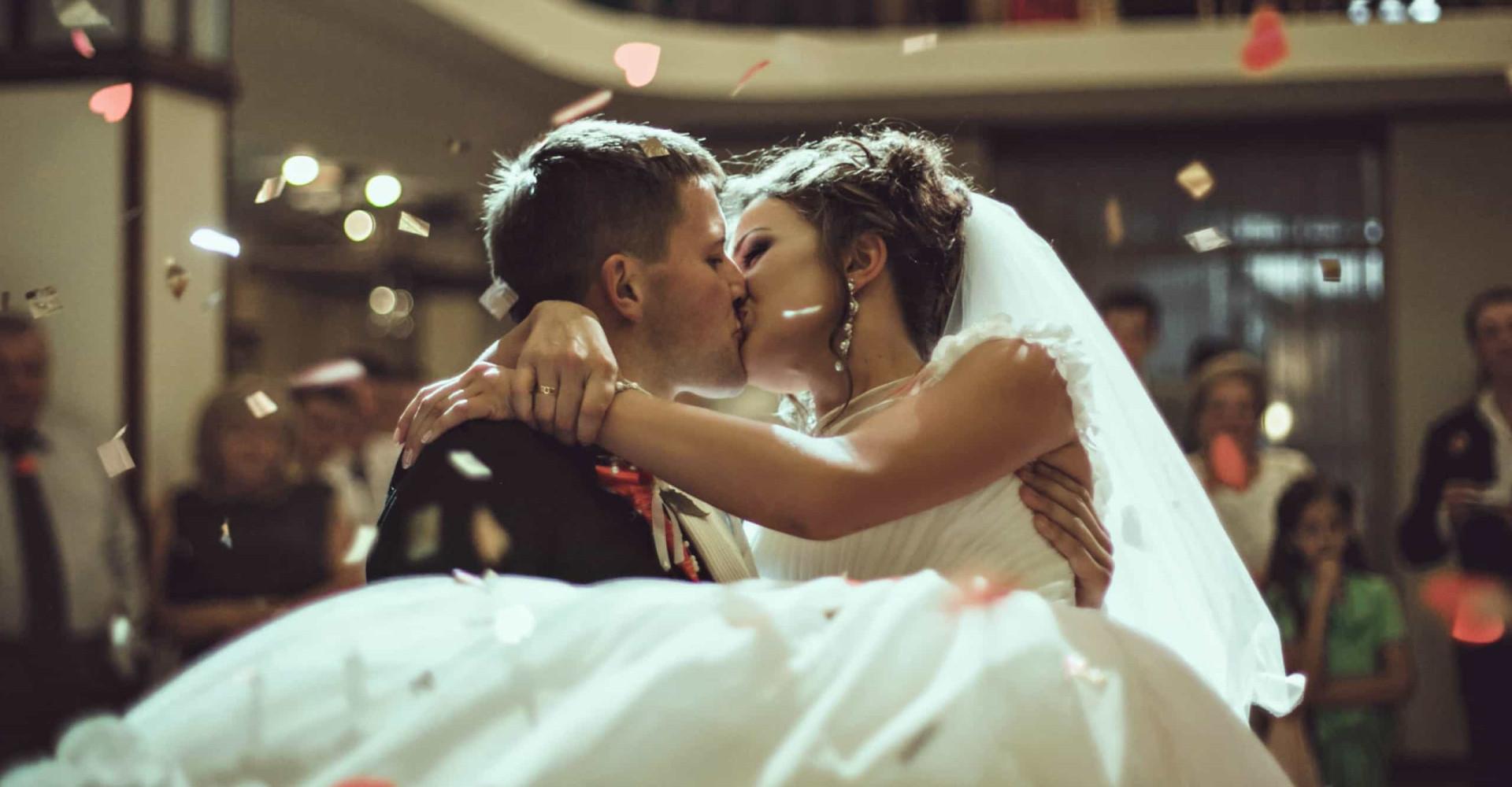 Bruidspaar heeft 'kusmenu' op de bruiloft