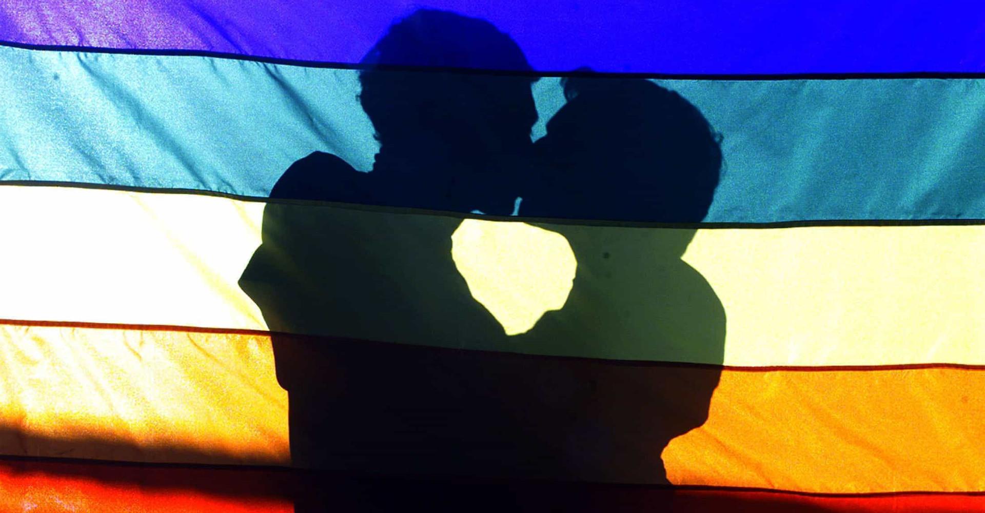 Amor y orgullo: el beso queer como acto de resistencia