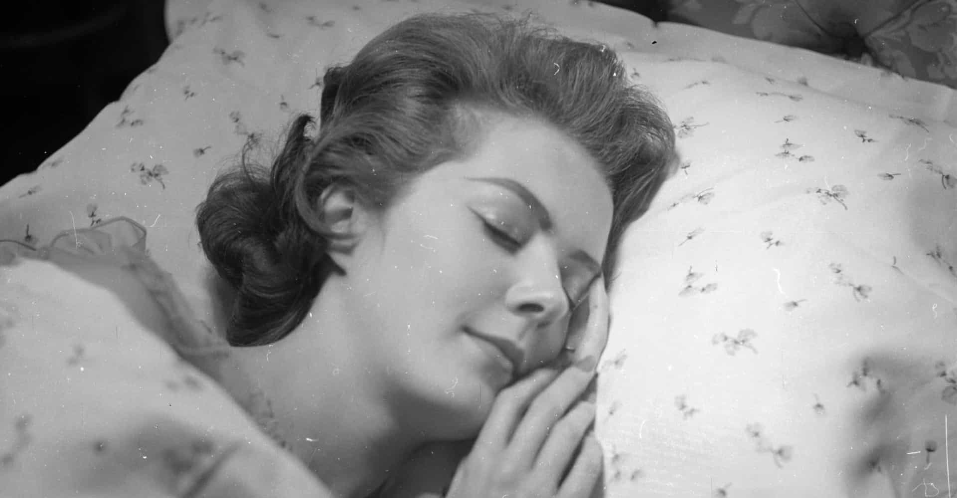 Sov dig smuk! Skønhedstips til natten over