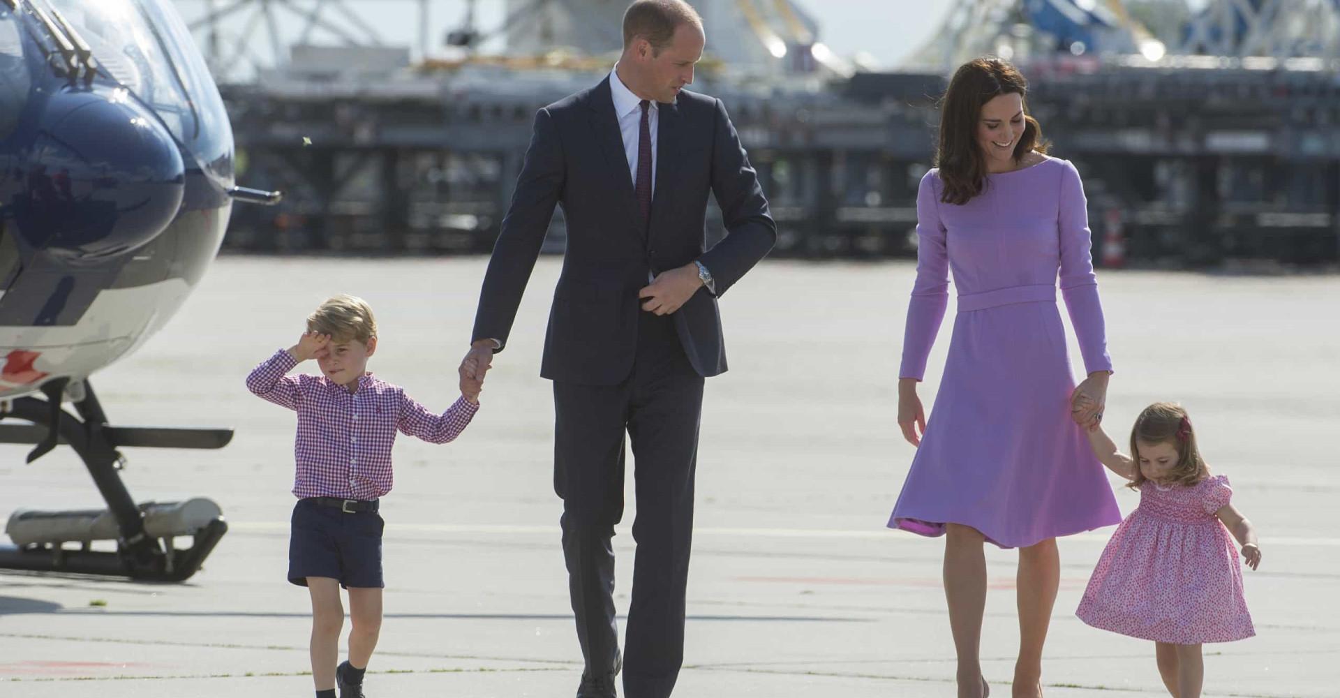 Pourquoi le Prince George ne peut pas voyager avec la petite Charlotte?