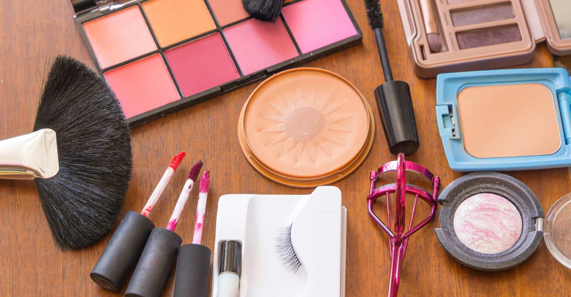 Make-up & Co.: So lange sind Ihre Kosmetikprodukte haltbar