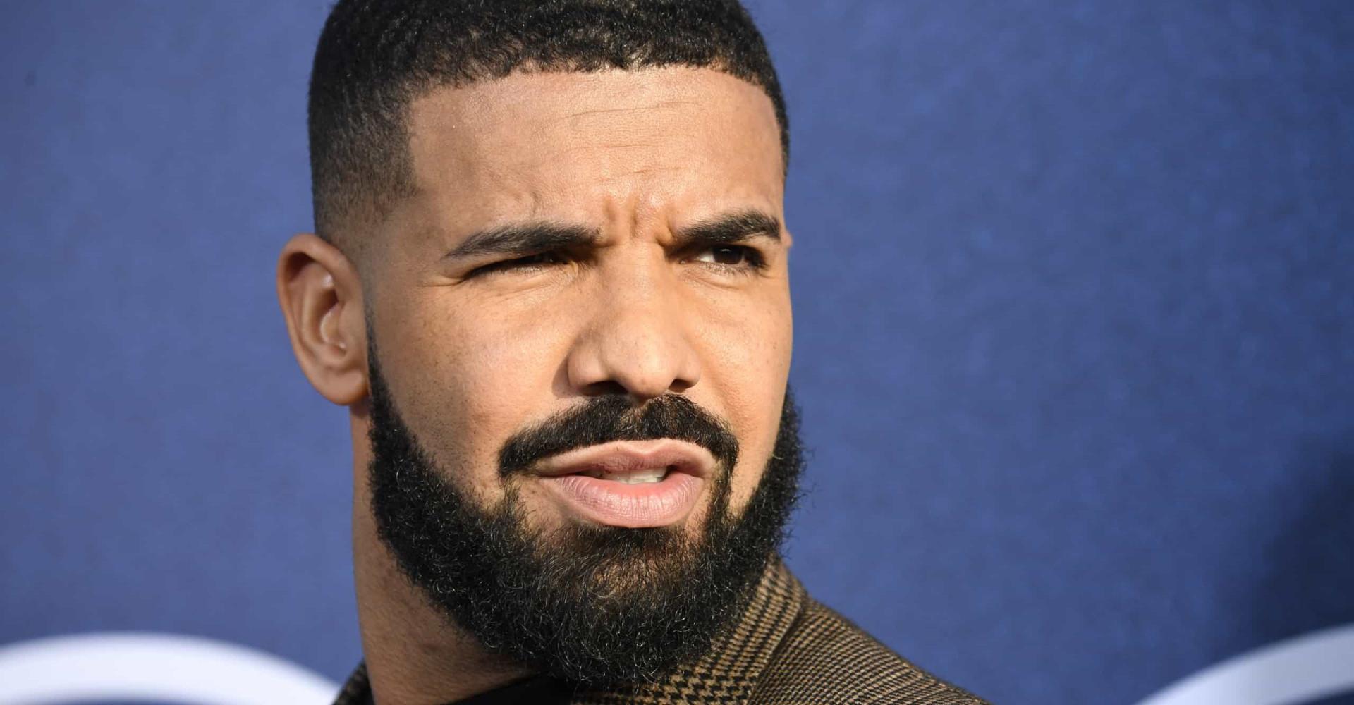 Le fils de Drake a les yeux bleus: on vous décrypte le phénomène !