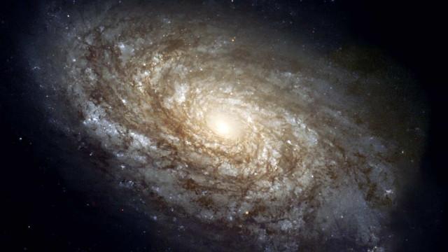Oltre la realtà: ecco le galassie più grandi dell'Universo
