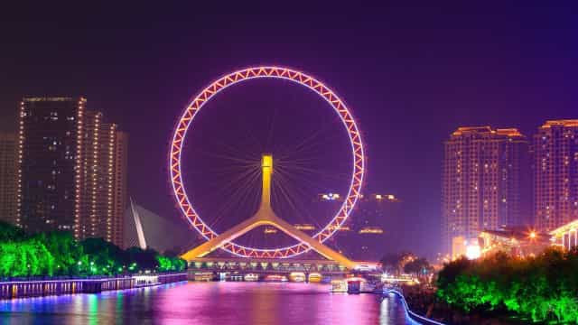 Get in a spin on these giant Ferris wheels from around the world