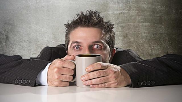 ¿Cómo mantenerme despierto y con energía sin tomar café?