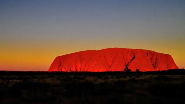 Uluru: todos los enigmas del místico monolito de Australia