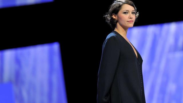 Emma de Caunes: sexy et stylée sur les tapis rouges!