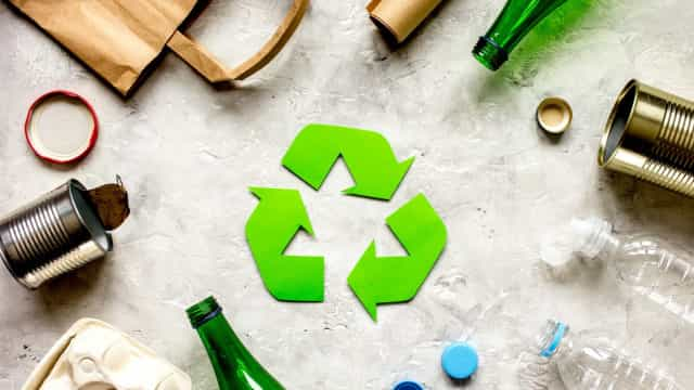 How to decorate your house with waste materials