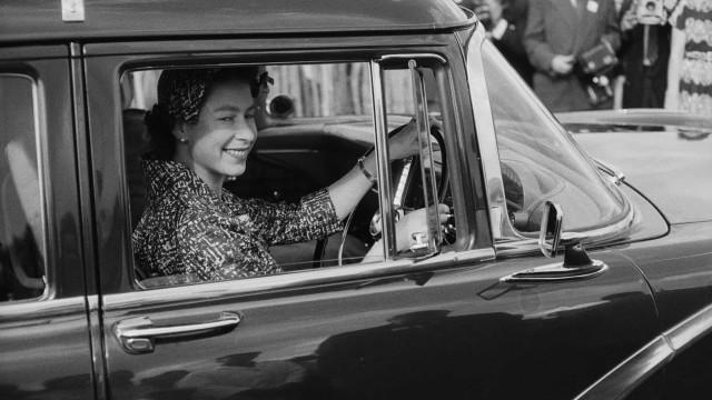 Fascinating photos of the young Queen Elizabeth II