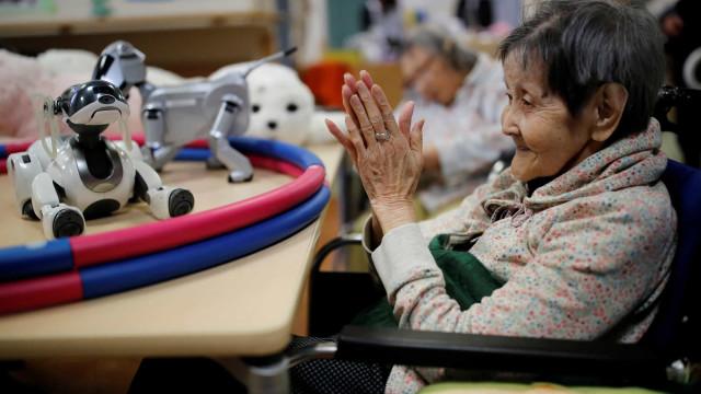 Los robots que ayudan a los ancianos en Japón