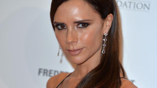 Victoria Beckham diz cuidar da pele com hidratante feito do próprio sangue