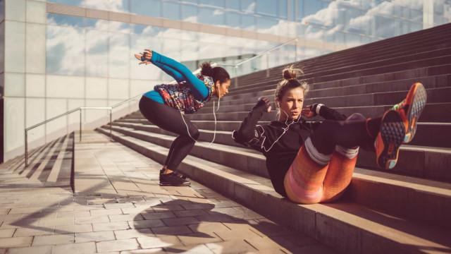 Dieses japanische Fitnesstraining hält den Winterspeck fern