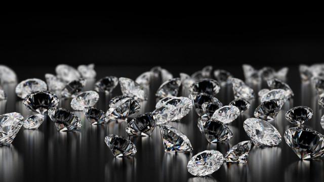 La più grande compagnia diamantifera opta per il sintetico
