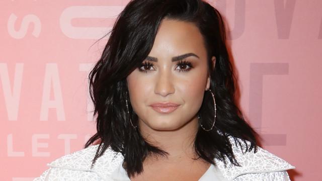 Demi Lovato está furiosa por não ser convidada para casamento de Nick Jonas