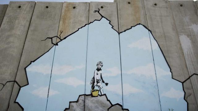 Banksy: démentis et graffitis