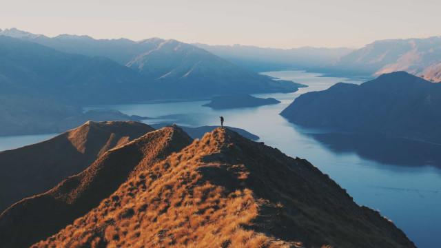 Trova l'umano: spettacolari immagini dell'uomo a confronto con la natura