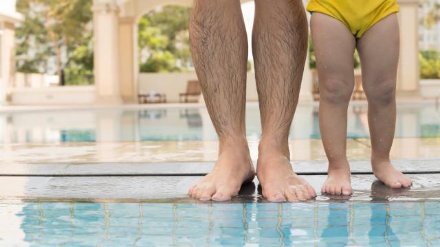 Hotelzwembaden zijn net beerputten