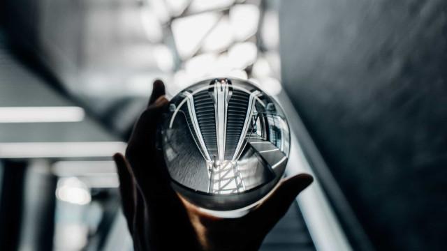 反射:鏡に映ったような素晴らしい写真