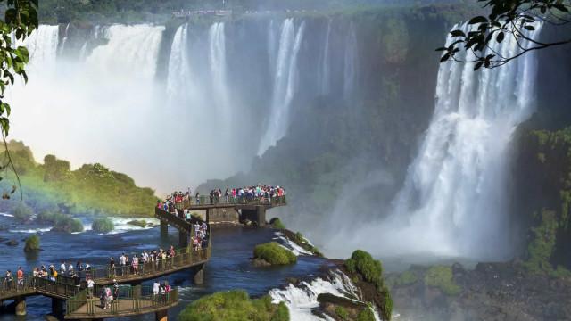Viaggio in Argentina, tra maestose cascate e distese infinite di vigneti
