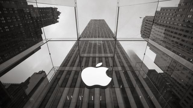 "Australian teen breaks into Apple database under the name ""Hacky hack hack"""