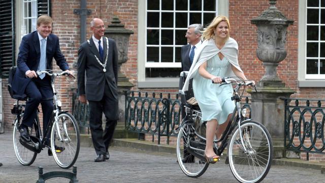 Zelfs deze beroemdheden pakken de fiets