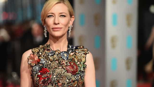 Cate Blanchett can't keep her pants on during hilarious interview