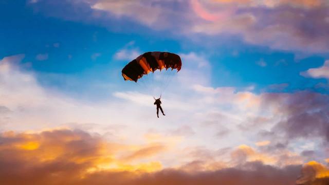 Oppdag verdens mest naturskjønne steder for fallskjermhopping