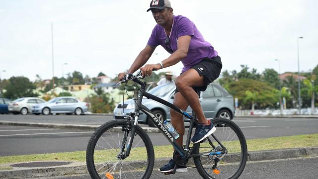 Le vélo remplace la voiture dans le cœur de ces stars!