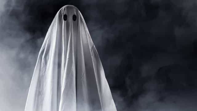UK woman engaged to a ghost after having sex with 20 spirits