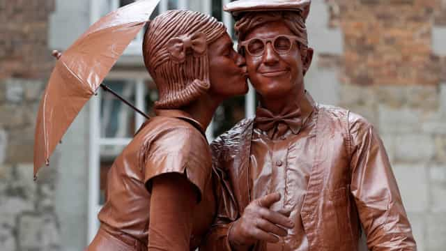 Real or fake? These living statues may surprise you