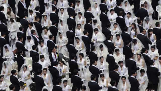 Incredible photos of mass weddings around the world