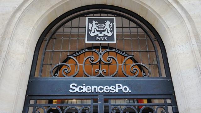 Standing ovation pour le rappeur Fianso en conférence à Sciences Po