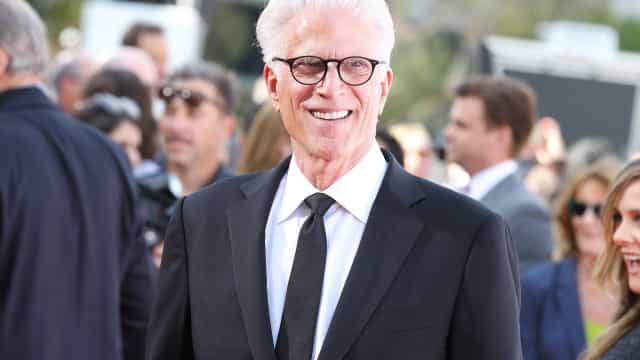 Watch Ted Danson attempt the floss and achieve Internet royalty