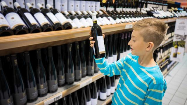 Trinken Menschen weniger, wenn sie früh anfangen?