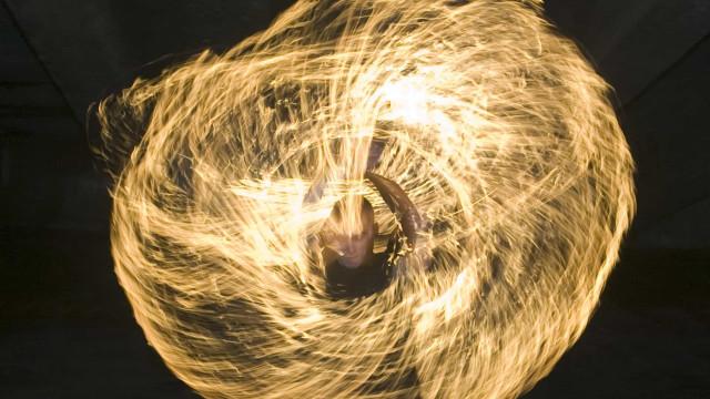 고대부터 내려오는 불의 춤을 추는 사람들