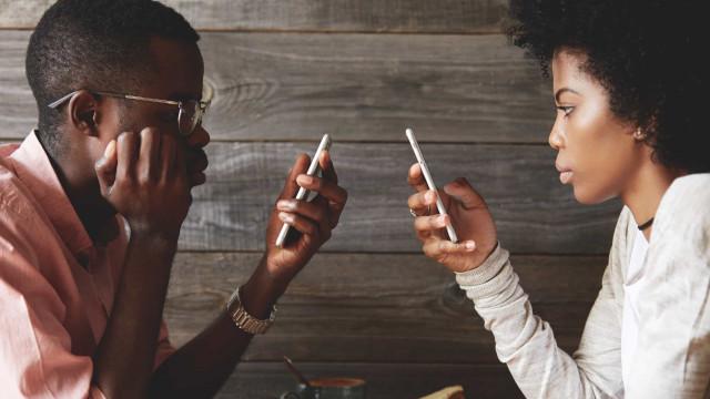 Ervaar meer geluk door je telefoon weg te leggen
