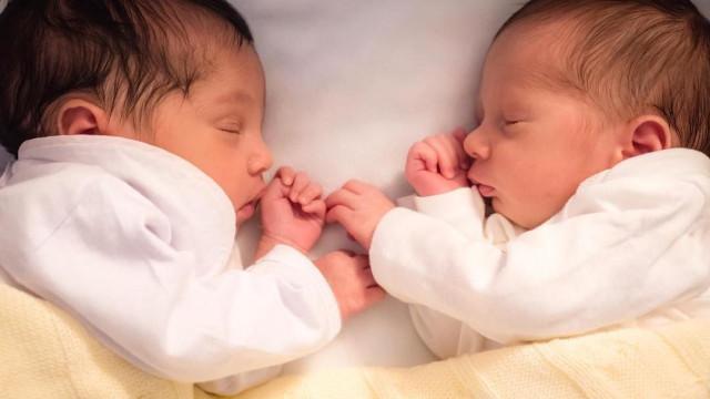 Esposa de Erick Jacquin divulga foto dos rostos dos filhos gêmeos