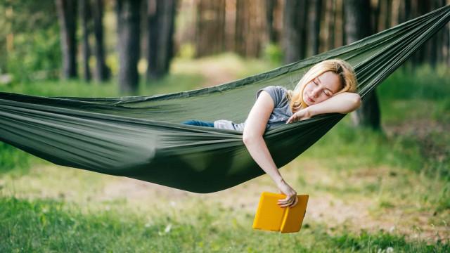 Wiegen helpt ook volwassenen om te slapen