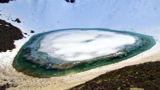 Ce lac glaciaire cache un sombre secret