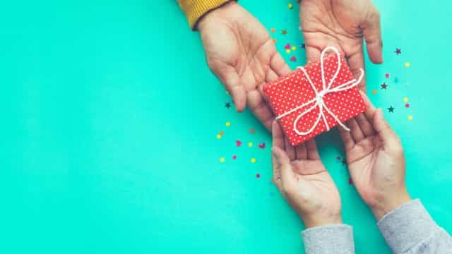 Simple and creative Valentine's Day gifts for those on a budget