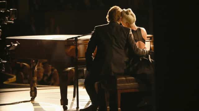 Lady Gaga et Bradley Cooper, les instants de douceur