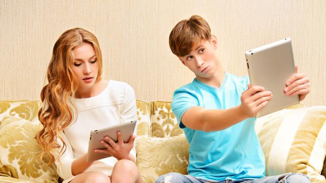 3 manieren waarop social media je relatie kan verpesten