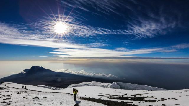 Que tal esquiar na África? Nesses países cai neve!