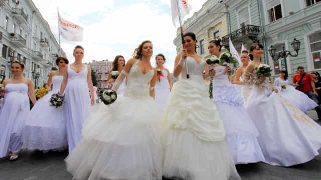 Parade of Brides: Fascinating photos of the peculiar event