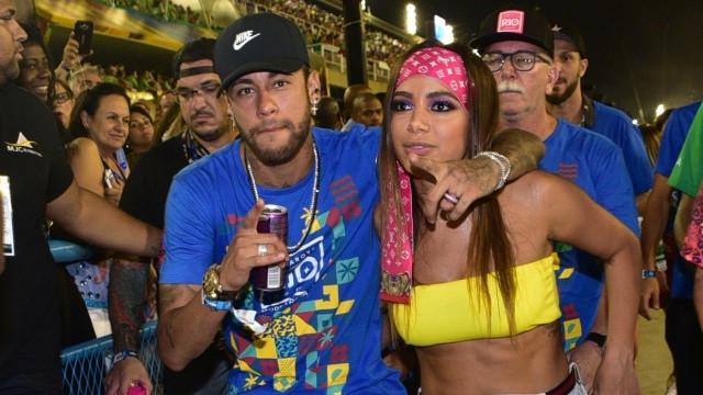 """Anitta desabafa sobre ter beijado Neymar no Carnaval: """"Quero esquecer"""""""