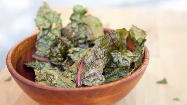 Zo maak je gezonde chips van spinazie