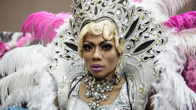 Elämä on kabaree Balin drag queeneille!
