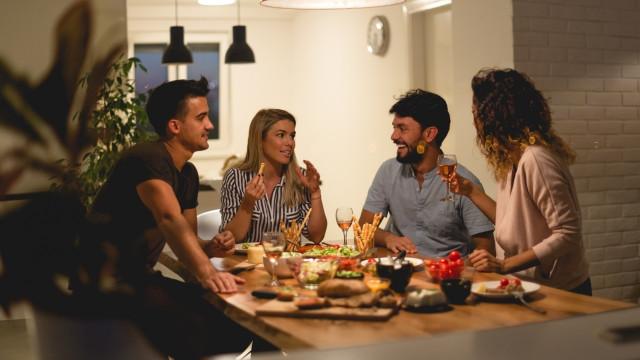 Zo organiseer je een etentje bij jou thuis